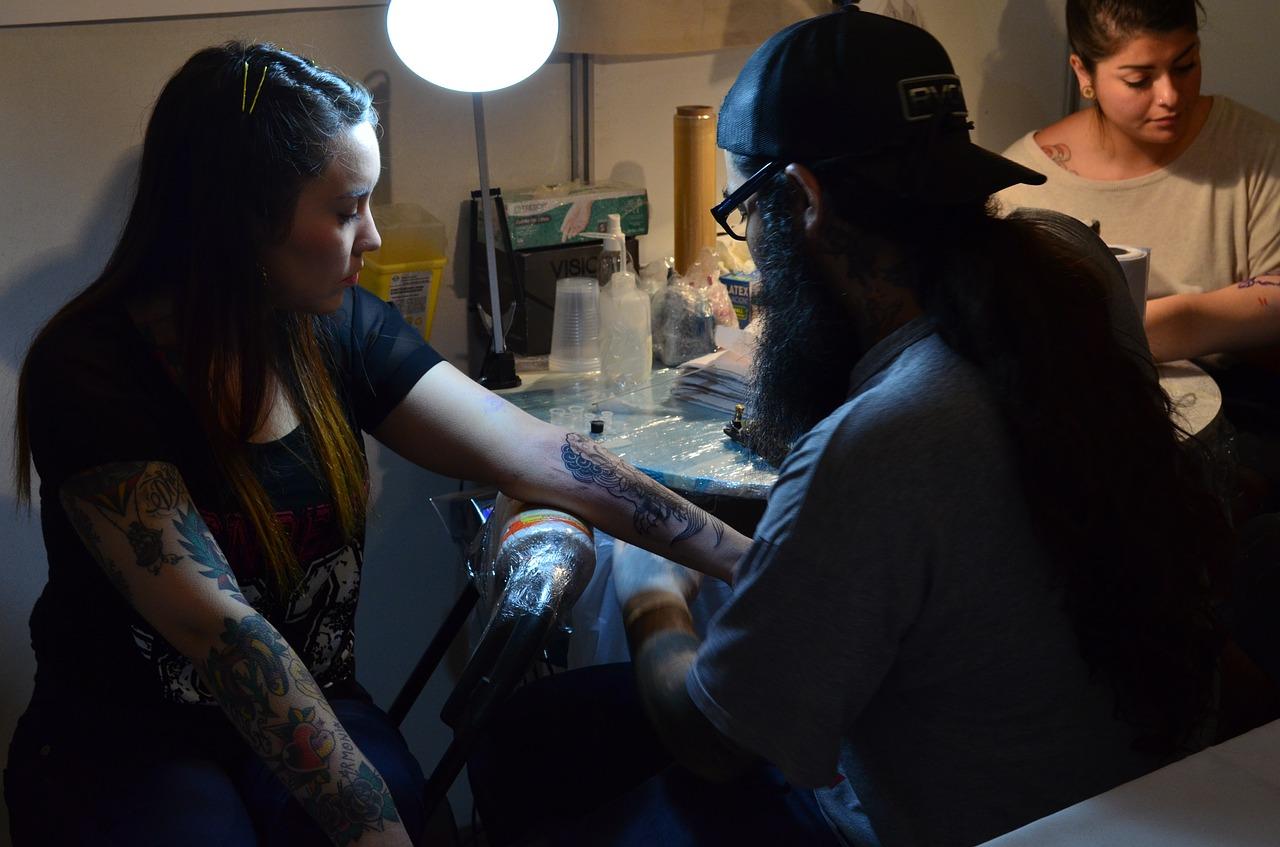 Kann man Tattoos schon bald wegcremen
